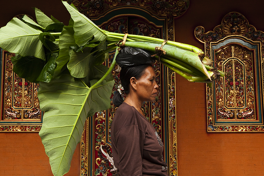 WOMEN IN BALI BY BRUNA ROTUNNO